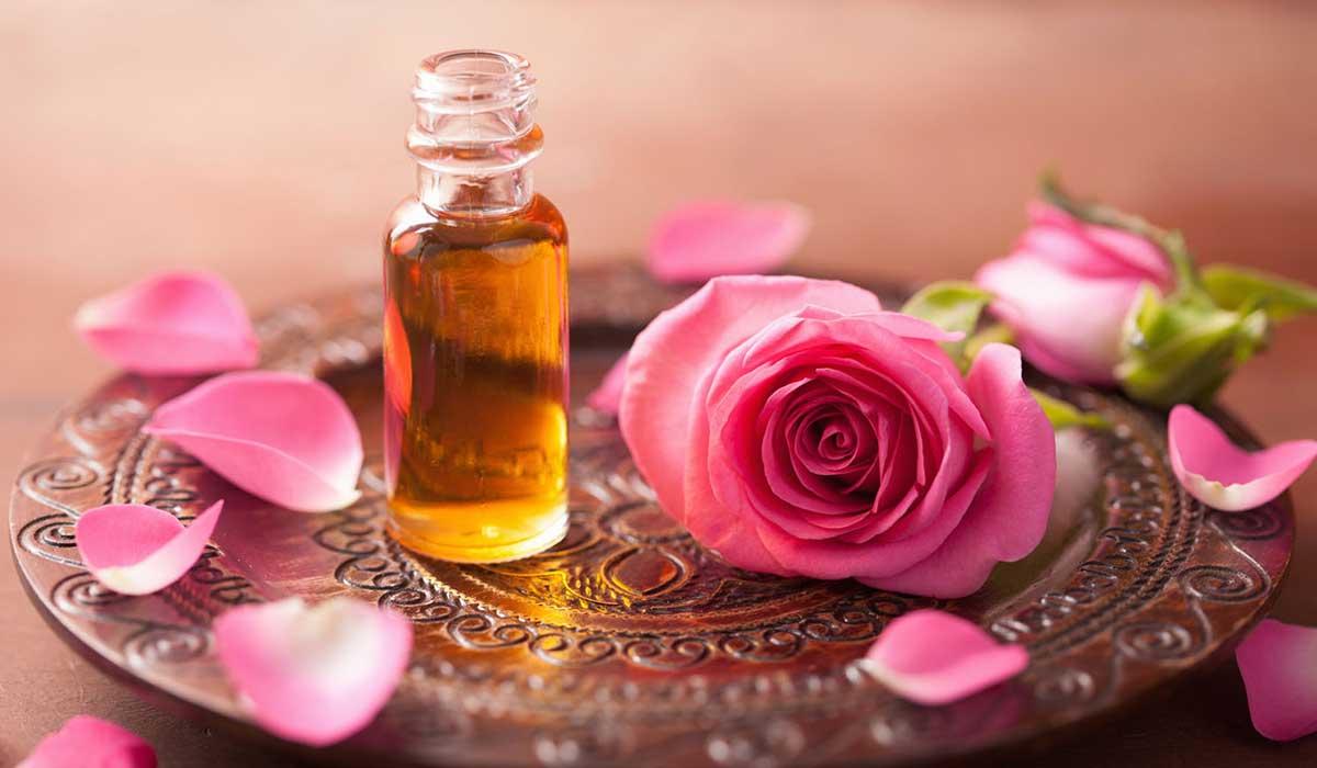 صورة فوائد زيت الورد , تمتعي بجسم جميل مع زيت الورد