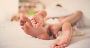 كيف يداعب الزوج زوجته , طرق المداعبة بين الزوجين لعلاقة حميمية ممتعه