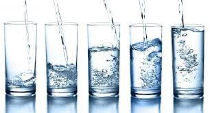 صورة كم عدد السعرات الحرارية في كوب الماء , تعرف على الكمية اللازمة للجسم من الماء