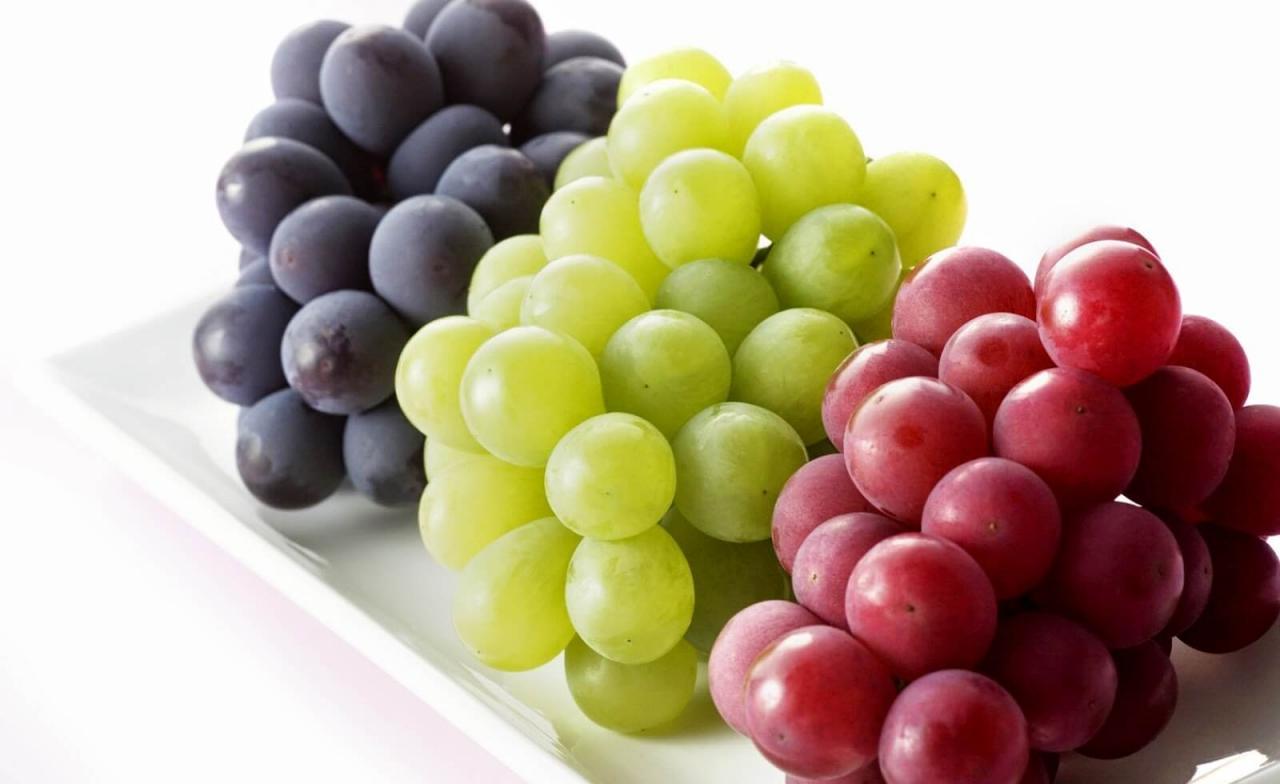 صورة تفسير حلم اكل العنب الاخضر للحامل , هل اكل العنب خير في المنام