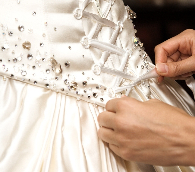 صورة بوستات لام العروسه , من اكثر شخص يتعب مع العروسه 845 7