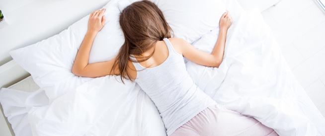 صورة نوم على البطن , اضرار وفوائد تصيب الانسان عندما ينام على بطنه